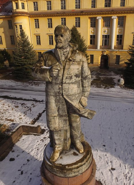 In this aerial view a statue of Vladimir Lenin stands overlooking a vista in front of the officers' building at the former Soviet military base on January 26, 2017 in Wuensdorf, Germany. (Photo by Sean Gallup/Getty Images)