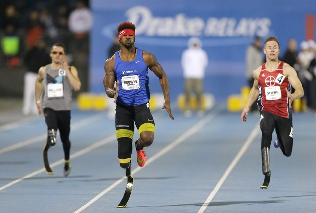 Richard Browne, center, runs to the finish line while winning the men's paralympic 200-meter dash at the Drake Relays athletics meet, Friday, April 24, 2015, in downtown Des Moines, Iowa. (Photo by Charlie Neibergall/AP Photo)