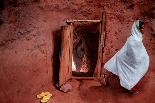 Ethiopian Orthodox devotees enter inside a tunnel leading to the rock-hewn church of Saint Emmanuel, in Lalibela, Ethiopia, on March 7, 2019. (Photo by Eduardo Soteras/AFP Photo)