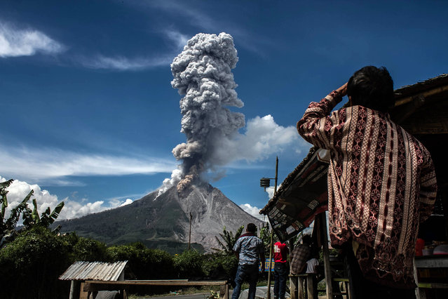 Mount Sinabung releasing volcanic ash, on February 04, 2017 Karo, North Sumatra, Indonesia. (Photo by Albert Damanik/Barcroft Images)