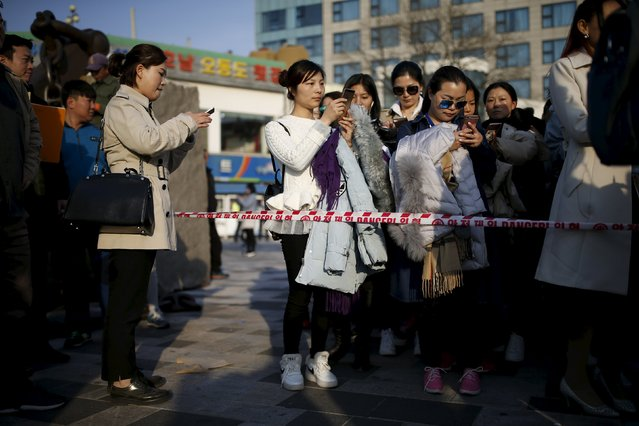 Chinese tourists wait in a line to enter an event organized by a Chinese company at a park in Incheon, South Korea, March 28, 2016. (Photo by Kim Hong-Ji/Reuters)