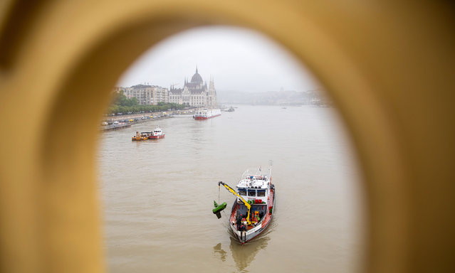 A rescue ship at Margaret Bridge during the search operation on the River Danube in Budapest, Hungary, 30 May 2019, following a collision of a hotel ship and a smaller cruise ship on the previous evening. The cruise ship sank with thirty-three South Korean passengers and two Hungarian staff on board. At least seven people died and nineteen are missing. The shipwreck has been found at Margaret Bridge. (Photo by Balázs Mohai/EPA/EFE)