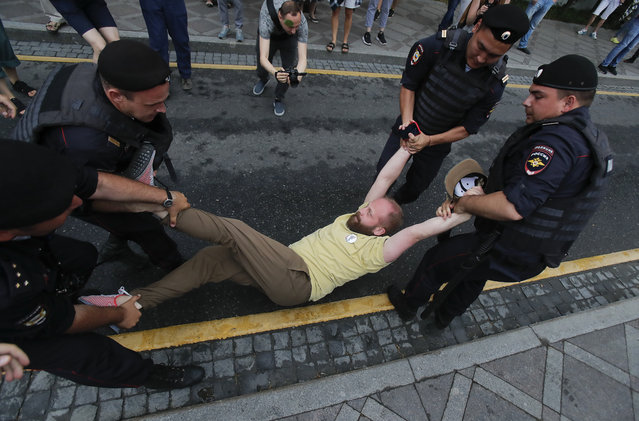 Law enforcement officers detain a participant of a rally in support of Russian investigative journalist Ivan Golunov, who was detained by police, accused of drug offences and later freed from house arrest, in Moscow, Russia on June 12, 2019. (Photo by Maxim Shemetov/Reuters)