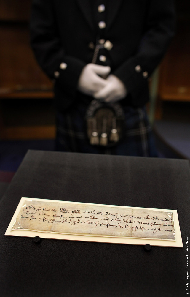 700 Year Old Letter Found In The Possession Of William Wallace Returns To Scotland