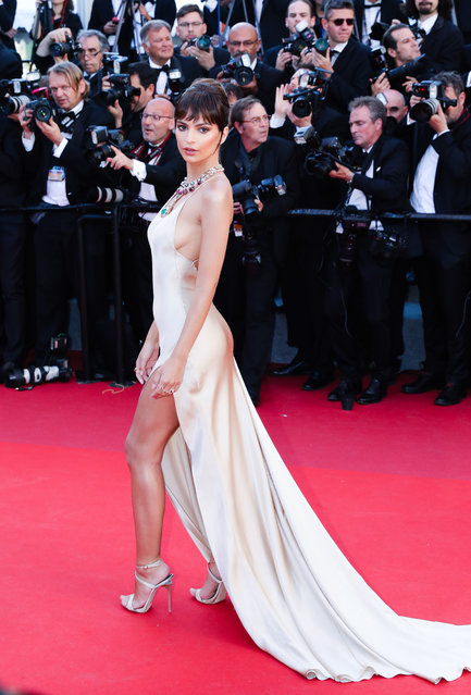 """Model Emily Ratajkowski attends the """"Ismael's Ghosts (Les Fantomes d'Ismael)"""" screening and Opening Gala during the 70th annual Cannes Film Festival at Palais des Festivals on May 17, 2017 in Cannes, France. (Photo by Ki Price/Getty Images)"""