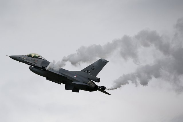 A General Dynamics F-16M Fighting Falcon of the Royal Netherlands Air Force performs during The Royal International Air Tattoo at the RAF in Fairford July 11, 2014. (Photo by Stefan Wermuth/Reuters)