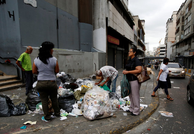 People search the garbage at a street in Caracas, Venezuela, June 21, 2016. (Photo by Mariana Bazo/Reuters)