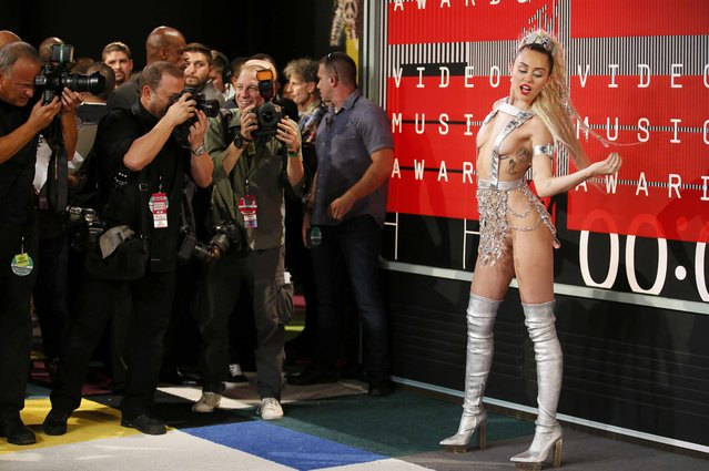 Singer and show host Miley Cyrus poses as she arrives at the 2015 MTV Video Music Awards in Los Angeles, California, August 30, 2015. (Photo by Danny Moloshok/Reuters)