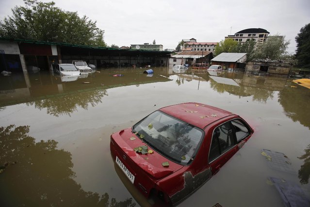 Vehicle are partially submerged in flood waters in Srinagar, India, Sunday, September 7, 2014. (Photo by Mukhtar Khan/AP Photo)