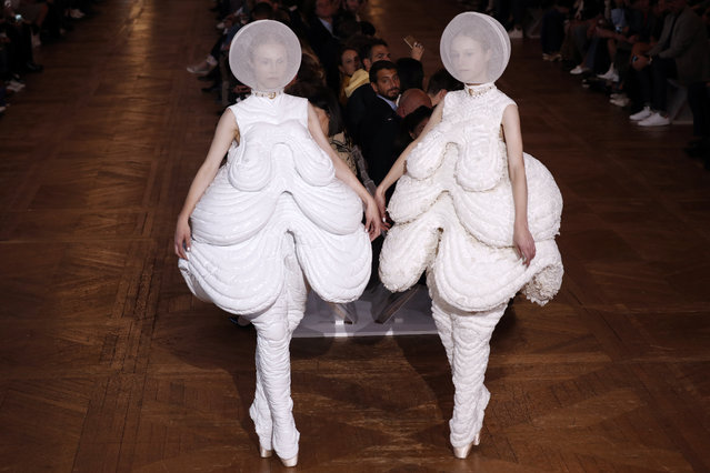 Models present creations by Thom Browne during the women's 2018 Spring/Summer ready-to-wear collection fashion show in Paris, on October 3, 2017. (Photo by Francois Guillot/AFP Photo)