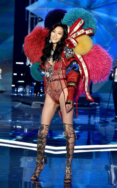 Liu Wen walks the runway during the 2017 Victoria's Secret Fashion Show In Shanghai at Mercedes-Benz Arena on November 20, 2017 in Shanghai, China. (Photo by Frazer Harrison/Getty Images for Victoria's Secret)