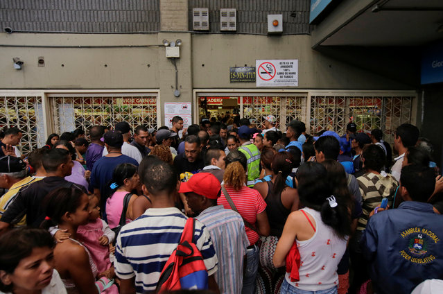 People wait to buy staple items and basic food outside a supermarket in Caracas, Venezuela September 14, 2016. (Photo by Henry Romero/Reuters)