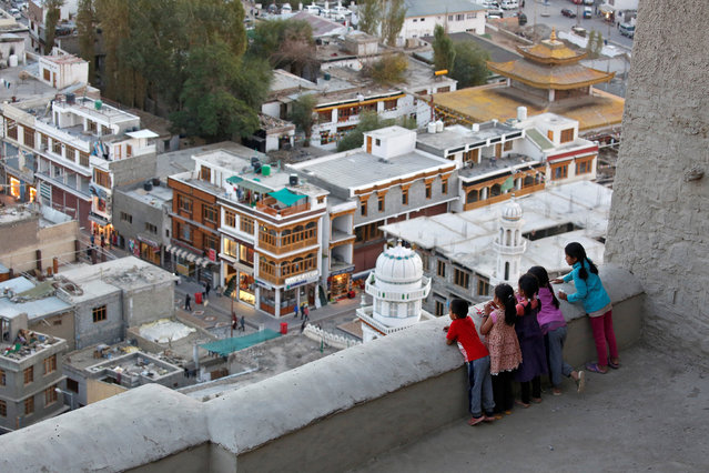 Children look down from the Royal Palace in Leh, the largest town in the region of Ladakh, nestled high in the Indian Himalayas, India September 26, 2016. (Photo by Cathal McNaughton/Reuters)