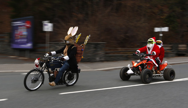 People dressed as Santa Claus and the Easter Bunny ride motorbikes during the 22nd Santa Claus meeting in Auerbach, Germany, December 6, 2015. (Photo by Michaela Rehle/Reuters)