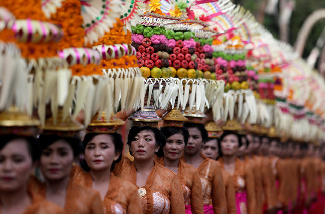 Balinese women take part in a parade during the annual Bali Arts Festival in Denpasar, Bali, Indonesia  June 23, 2018. (Photo by Johannes P. Christo/Reuters)