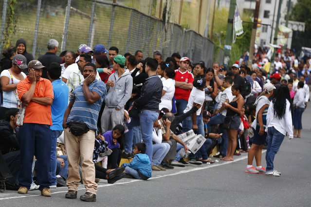 People line up outside a state-run Bicentenario supermarket in Caracas, January 9, 2015. (Photo by Jorge Silva/Reuters)