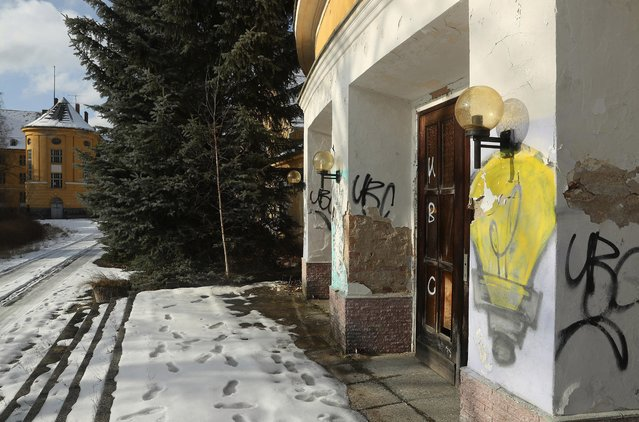 Graffiti covers the entrance to the main theater and cinema at the officers' complex at the former Soviet military base on January 26, 2017 in Wuensdorf, Germany. (Photo by Sean Gallup/Getty Images)