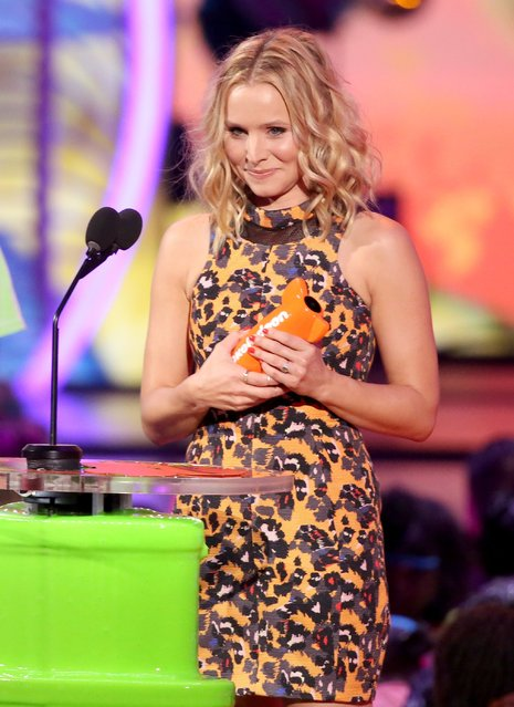 Kristen Bell accepts the award for favorite animated movie at the 27th annual Kids' Choice Awards at the Galen Center on Saturday, March 29, 2014, in Los Angeles. (Photo by Matt Sayles/Invision/AP Photo)
