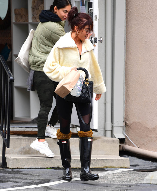 Sarah Hyland is seen on December 23, 2019 in Los Angeles, California. (Photo by Chris Wolf/Star Max/GC Images)