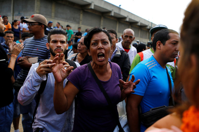 A woman criticizes Venezuela's government as they gather outside a supermarket to try to buy food in Caracas, Venezuela, June 11, 2016. (Photo by Ivan Alvarado/Reuters)