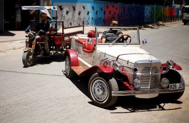 Palestinian Munir Shindi, 36, drives a replica of a 1927 Mercedes Gazelle that he built from scratch, on a street in Gaza City June 19, 2016. (Photo by Mohammed Salem/Reuters)