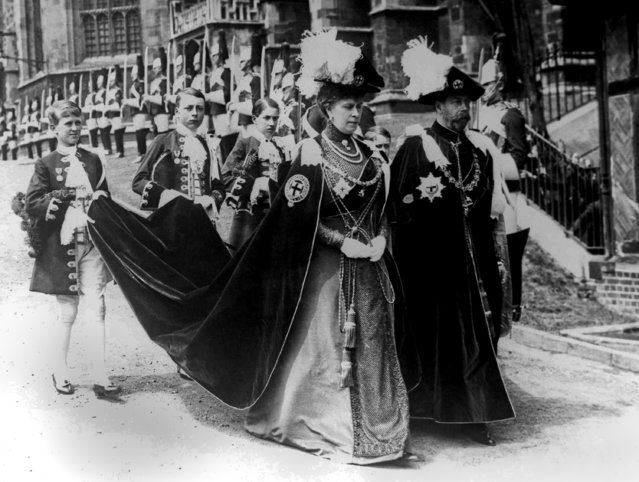 Procession of the Knights of the Garter at Windsor Castle in Windsor, England on June 14, 1913. King George V and Queen Mary, followed by four train bearers, entering cloisters for the chapel ceremony. (Photo by AP Photo)