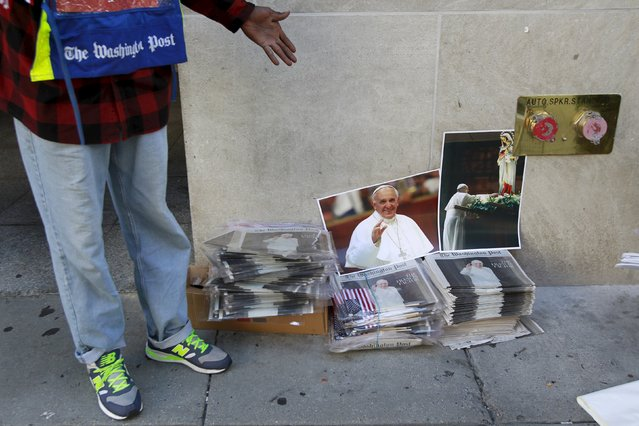A newspaper vendor sells portraits of Pope Francis near the White House in Washington September 23, 2015. (Photo by Yuri Gripas/Reuters)