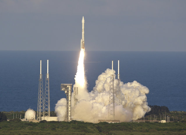 A United Launch Alliance Atlas V rocket carrying the Origins, Spectral Interpretation, Resource Identification, Security-Regolith Explorer (OSIRIS-REx) spacecraft lifts off from launch complex 41 at the Cape Canaveral Air Force Station, Thursday, September 8, 2016, in Cape Canaveral, Fla. Osiris-Rex will travel to asteroid Bennu, collect ground samples, then haul them back to Earth. (Photo by John Raoux/AP Photo)