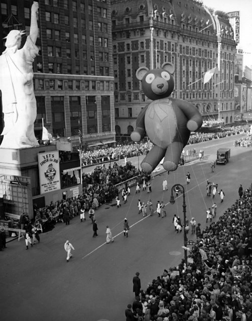 This was the scene at Times Square in New York during the annual Macy's Thanksgiving Parade, November 23, 1945. It's the first parade since the festivities were suspended with the war in 1941.Here, the Teddy Bear passes a reproduction of the Statue of Liberty. (Photo by AP Photo)