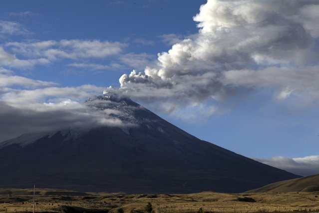 The Cotopaxi volcano, one of the world's highest active volcanoes, spews smoke as seen from El Pedregal, Ecuador, October 22, 2015. (Photo by Guillermo Granja/Reuters)