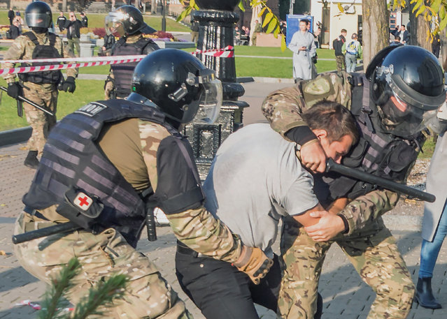 Police detain a protester during a rally to support former region's governor Sergei Furgal in Khabarovsk, 6,100 kilometers (3,800 miles) east of Moscow, Russia, Saturday, October 10, 2020. (Photo by Igor Volkov/AP Photo)