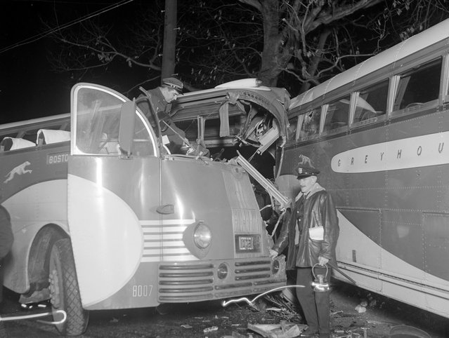 Accident involving two N.Y. – Boston buses in Sudbury, 1939. (Photo by Leslie Jones)