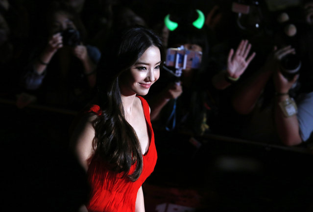 South Korean actress Ha Chea-young walks on the red carpet during 2015 Mnet Asian Music Awards (MAMA) in Hong Kong, China, December 2, 2015. (Photo by Bobby Yip/Reuters)