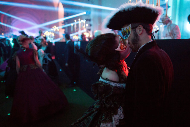 """Participants dressed in costumes as those worn in Versailles during King Louis XIV period attend the """"Grand Bal Masque"""" (Grand Masquerade) in the Versailles Castle, France, June 24, 2018. (Photo by Philippe Wojazer/Reuters)"""
