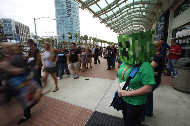 """A woman is seen dressed up as the character """"Creeper"""" from the video game Minecraft during the Comic-Con international convention in San Diego, California July 13, 2012. (Photo by Mario Anzuoni/Reuters)"""