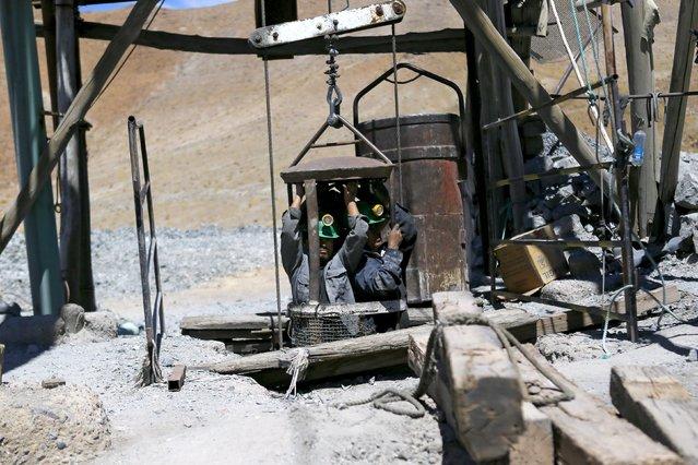 "Artisanal miners emerge from Rodesia mine, a small copper mine, in the area of ""Inca de Oro"" (Inca Gold) town, near Copiapo city, north of Santiago, Chile, December 16, 2015. (Photo by Ivan Alvarado/Reuters)"