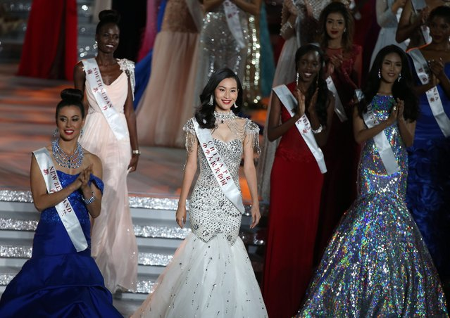 Miss China, Yuan Lu (C) poses with other contestants on stage during the grand final of the 65th Miss World pageant at the Beauty Crown Hotel Complex in Sanya, Hainan province, China, 19 December 2015. (Photo by How Hwee Young/EPA)