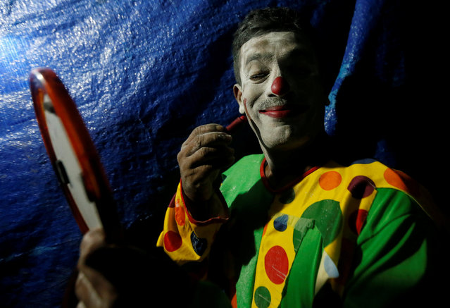 A member of Sakura circus team colours his face for the second day of a one week show in Padukka near Colombo, Sri Lanka November 28, 2016. (Photo by Dinuka Liyanawatte/Reuters)