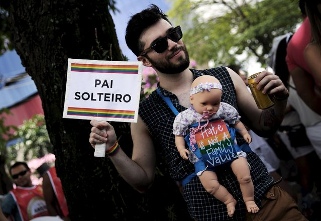 """A reveller takes part in the annual carnival block party known as """"Casas comigo"""" or """"Marry me"""" at the Pinheiros neighborhood in Sao Paulo, Brazil, January 30, 2016. (Photo by Nacho Doce/Reuters)"""