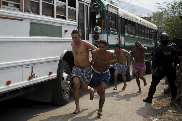 Members of the Barrio 18 gang run upon their arrival to the San Francisco Gotera penitentiary April 21, 2015. (Photo by Jose Cabezas/Reuters)