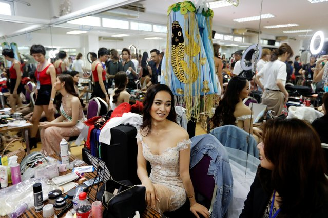 Van of Japan prepares backstage during the final show of the Miss International Queen 2019 transgender beauty pageant in Pattaya, Thailand on March 8, 2019. (Photo by Jorge Silva/Reuters)