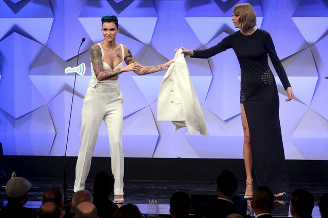 Ruby Rose (L) hands her jacket to Taylor Swift as she accepts the Stephen F. Kolzak Award during the 27th annual GLAAD Media Awards in Beverly Hills, California April 2, 2016. (Photo by Phil McCarten/Reuters)