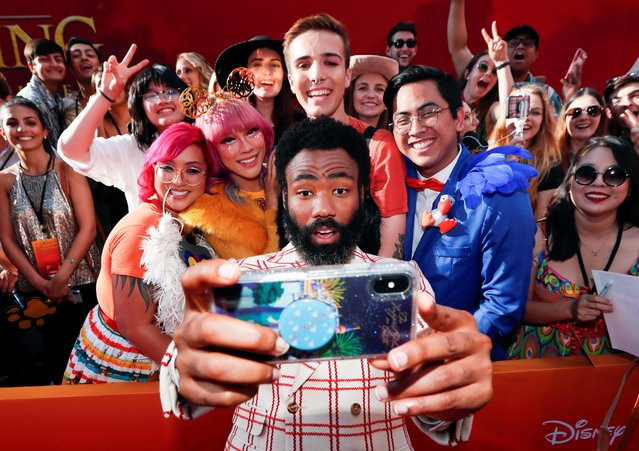 """Cast member Donald Glover poses for a photo with fans during the World Premiere of """"The Lion King"""" in Los Angeles, California, U.S., July 9, 2019. (Photo by Mario Anzuoni/Reuters)"""