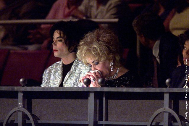 Music star Michael Jackson sits with actress and close friend Liz Taylor at the 30th anniversary celebrations held on September 10, 2001 at Madison Square Gardens, in New York