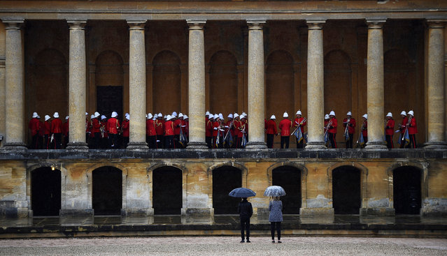 A military band play as guests arrive for the Dior Cruise 2017 Collection fashion show at Blenheim Palace in Woodstock, Britain May 31, 2016. (Photo by Dylan Martinez/Reuters)