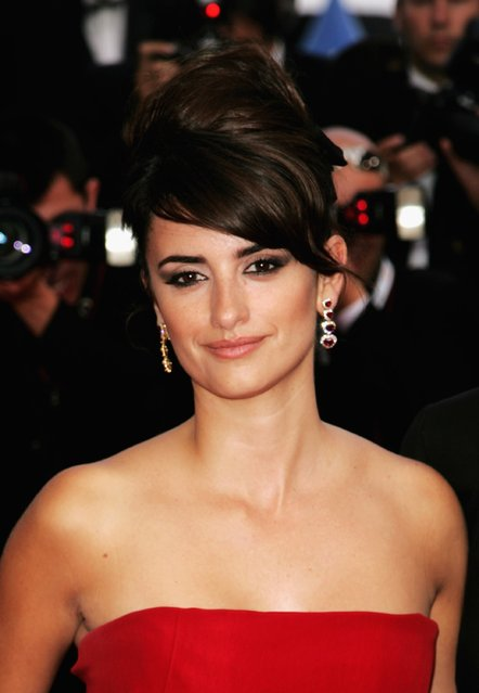 """Spanish actress Penelope Cruz attends the premiere of """"Transylvania"""" during the 59th International Cannes Film Festival closing ceremony at the Palais May 28, 2006 in Cannes, France. (Photo by Peter Kramer/Getty Images)"""