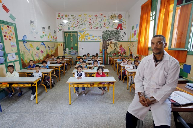 Teacher Moulay Ismael Lamrani poses for a picture with his class in the Oudaya primary school in Rabat, September 15, 2015, at the start of the new school year in Morocco. (Photo by Youssef Boudlal/Reuters)