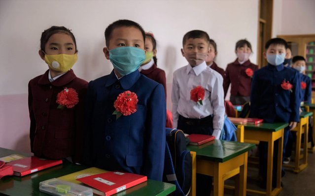 Primary school children wearing face masks as a protective measure against the COVID-19 novel coronavirus attend a class at Hasin Primary School in Sosong District in Pyongyang following the re-opening of schools on June 3, 2020. (Photo by Kim Won Jin/AFP Photo)