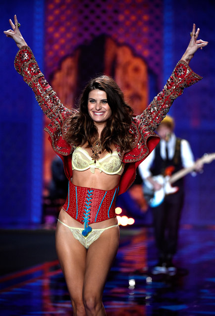 Model Izabeli Fontana walks the runway at the annual Victoria's Secret fashion show at Earls Court on December 2, 2014 in London, England. (Photo by Pascal Le Segretain/Getty Images)