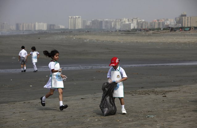 Schoolchildren collect rubbish from Karachi's Clifton beach early morning April 22, 2013, during a cleaning campaign as part of the commemoration of Earth Day. (Photo by Akhtar Soomro/Reuters)